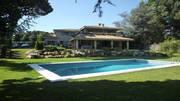 Великолепная вилла с бассейном на побережье под Барселоной